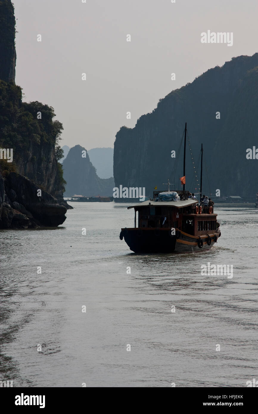 A Day on a Junk In Ha Long Bay - Stock Image