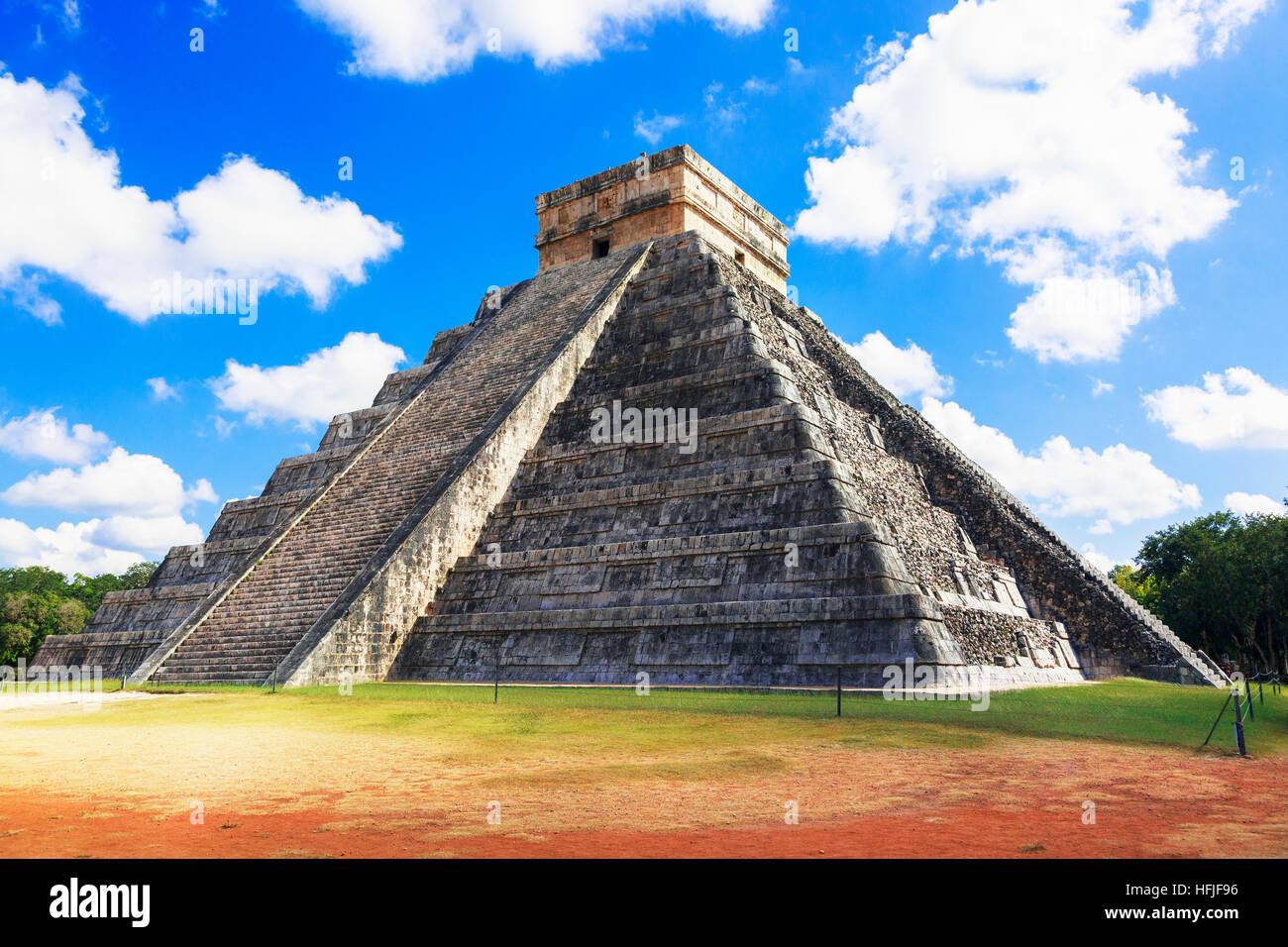 Central structure of Castillo, in the ancient Mayan temple of Chichen Itza, Yucatan, mexico - Stock Image