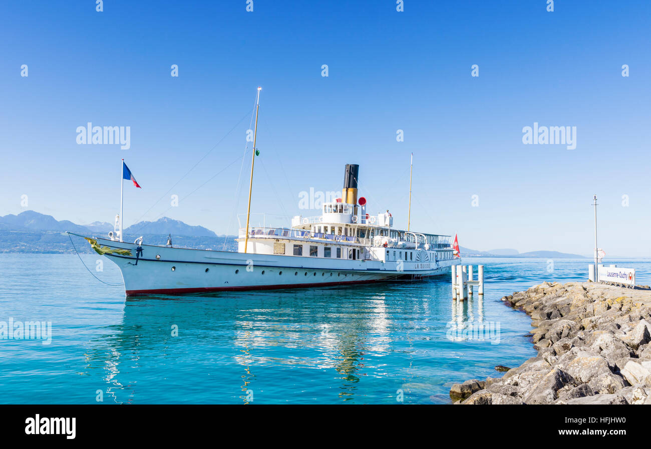 The Belle Epoque paddle steamer La Suisse arriving in the port of Lausanne-Ouchy, Lausanne, Switzerland Stock Photo
