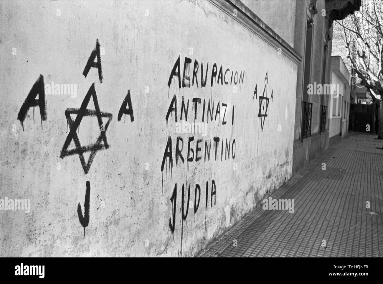 Anti-Nazi graffiti in Buenos Aires, Argentina, 1962. Far rights groups had been painting swastikas around Buenos - Stock Image