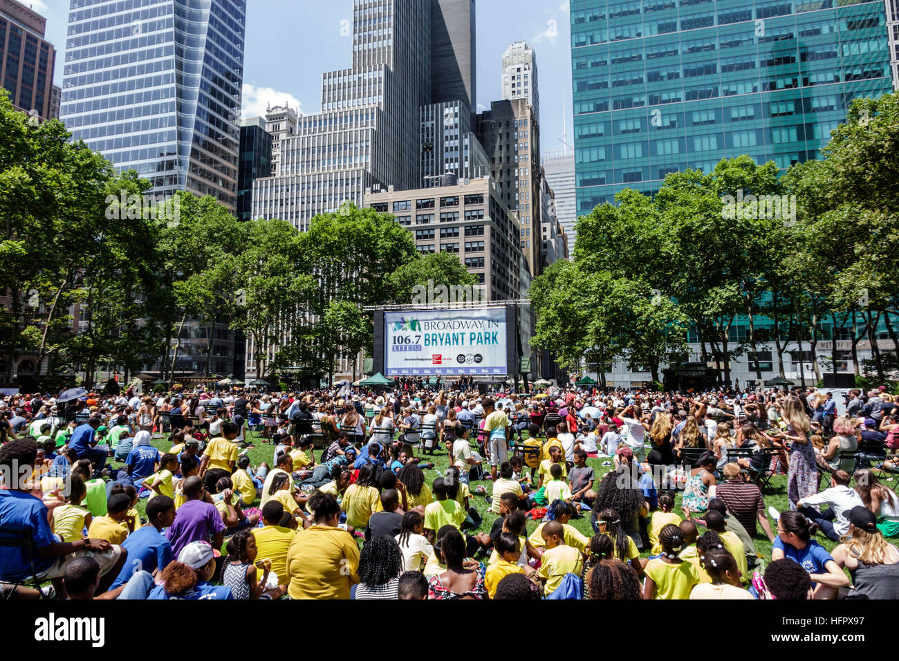 Manhattan New York City Nyc Ny Midtown Bryant Park Public Park Broadway In Bryant Park Free Concert Performance Au Nce Lunch Crowd Sitting Stage