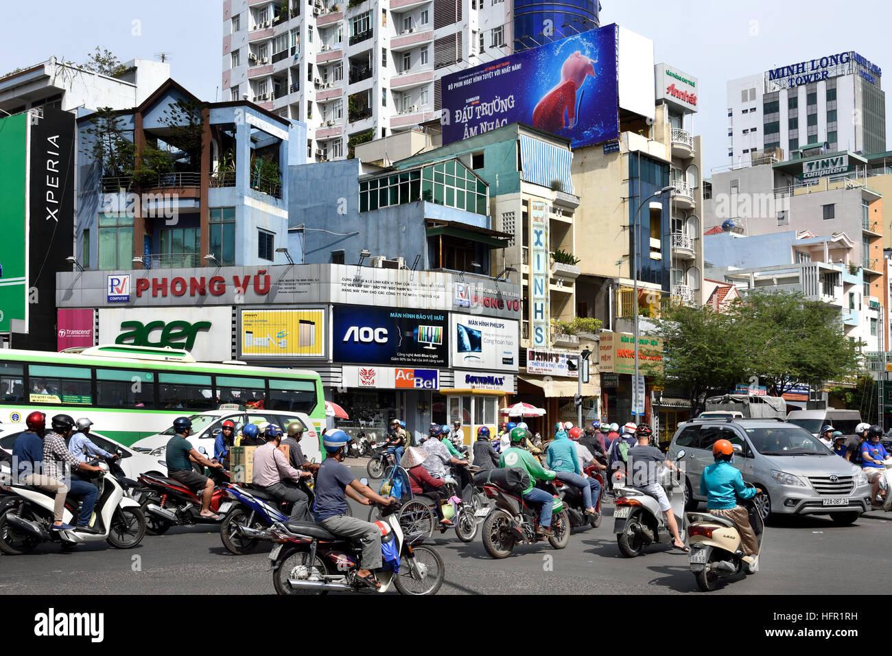 Rush hour commuters car taxis scooters motorcycles Pham Viet Chanh street - Nga Sau Cong Hoa  Ho Chi Minh City (Saigon) - Stock Image