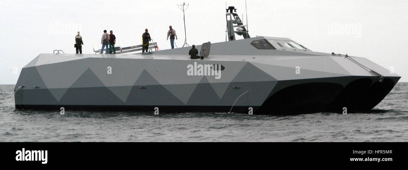 060506-N-4021H-068 San Diego (May 6, 2006) - The crew of experimental boat ship Stiletto readies the ship as it - Stock Image