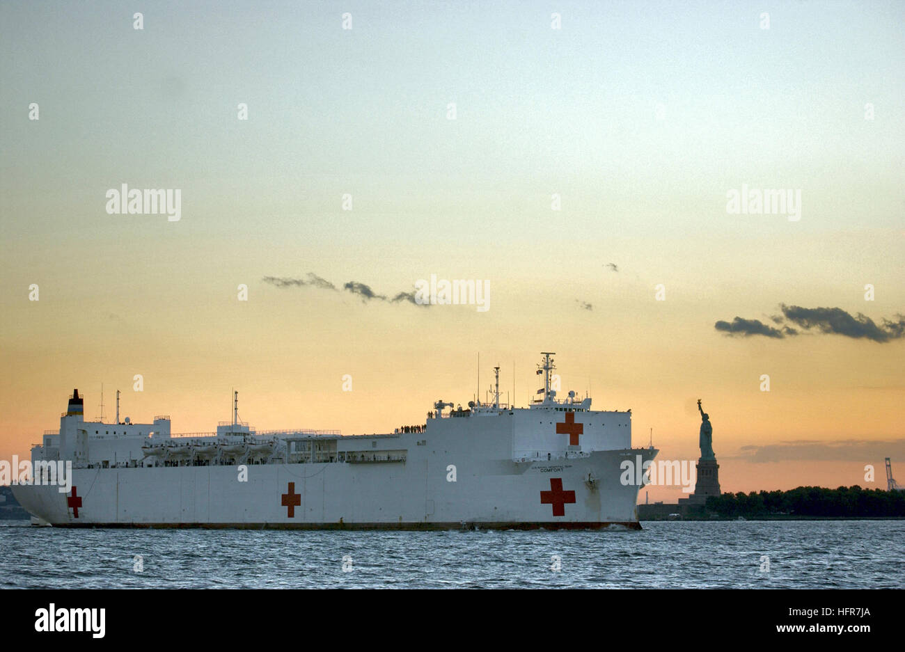 010915-N-3995K-012 New York, N.Y. (Sept. 15, 2001) -- U.S. Navy hospital ship USNS Comfort (T-AH 20) passes the - Stock Image