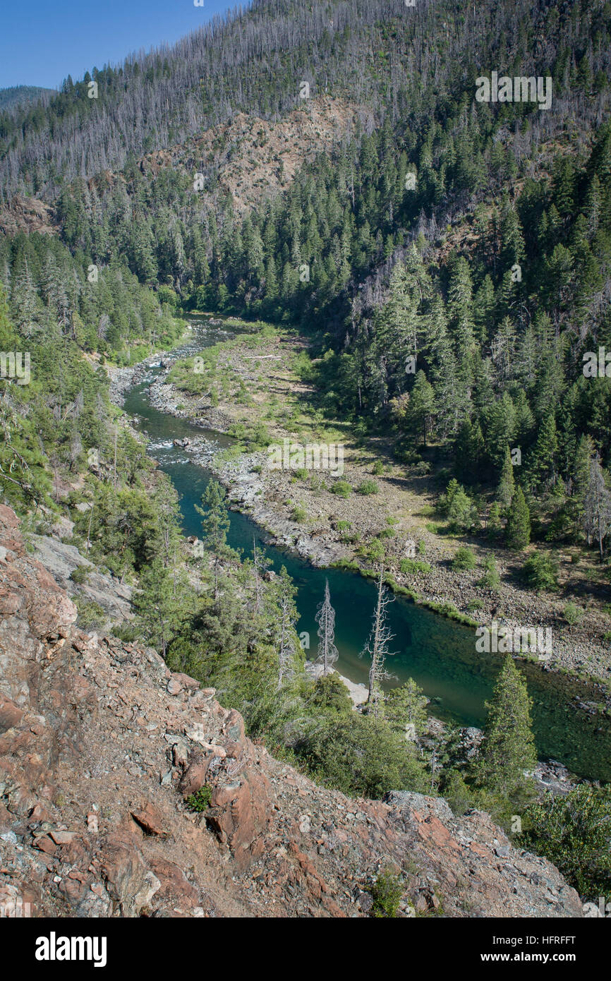 The turquoise-colored Illinois river of the Rogue River-Siskiyou National Forest in southern Oregon, USA. - Stock Image