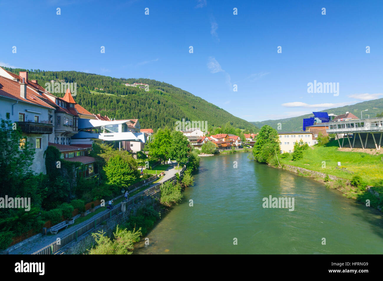 Murau: River Mur with Cafe Open Space (new building on the left), Murtal, Steiermark, Styria, Austria - Stock Image