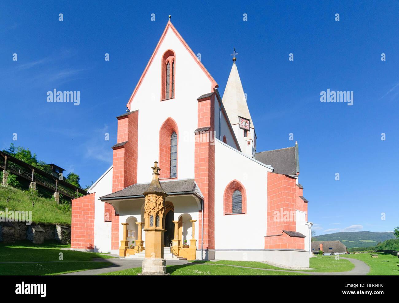 Murau: St. Matthäus parish church and gothic light column, Murtal, Steiermark, Styria, Austria Stock Photo