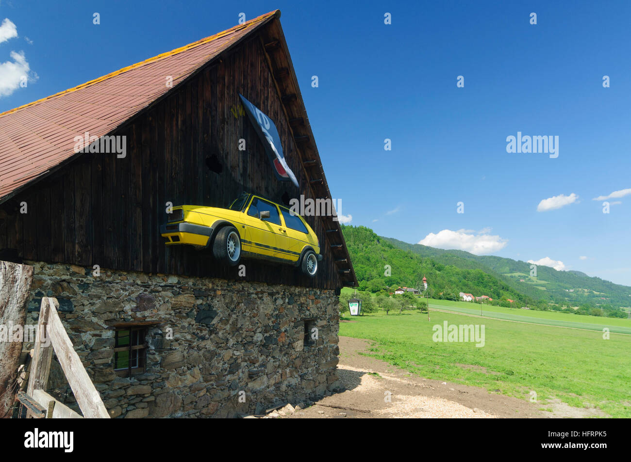 Unzmarkt-Frauenburg: Farmhouse with VW Golf, Murtal, Steiermark, Styria, Austria - Stock Image