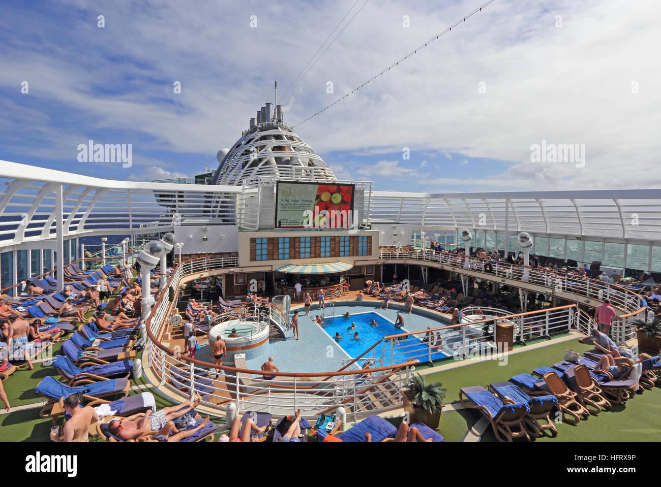 Sun deck, pool and sea screen on P & O cruise ship Azura, cruising in the Caribbean - Stock Image