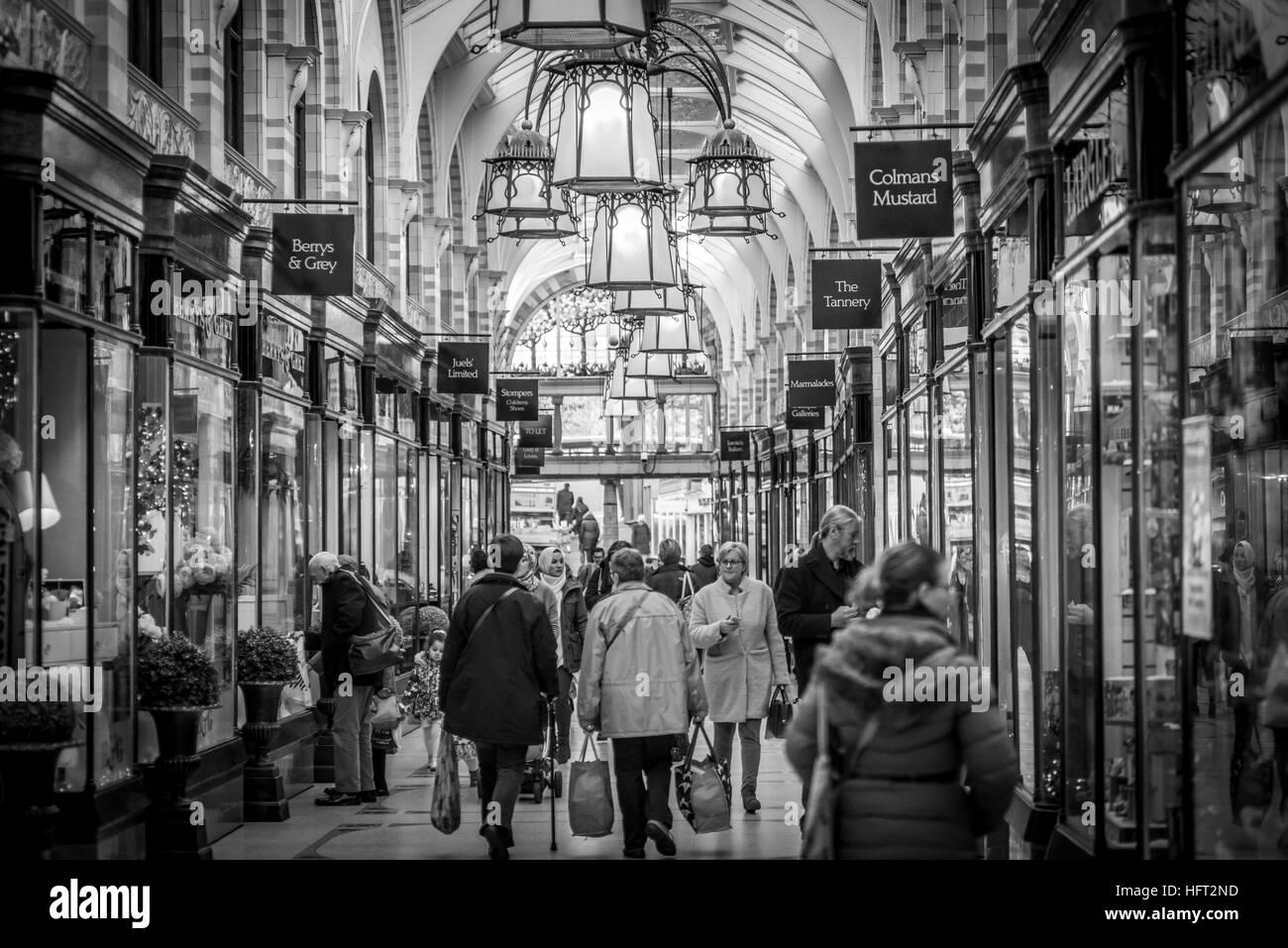 Busy shopping at the Royal Arcade - Stock Image