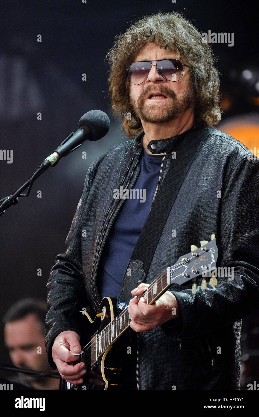jeff lynne s elo electric light orchestra plays glastonbury stock