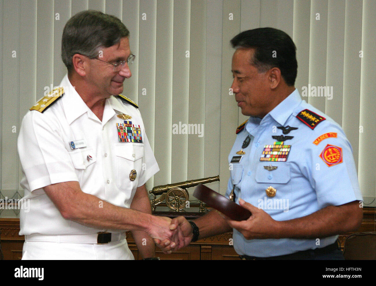 070308-N-1113S-001 JAKARTA, Indonesia (March 8, 2007) - Commander U.S. 7th Fleet Vice Adm. Doug Crowder and Commander - Stock Image