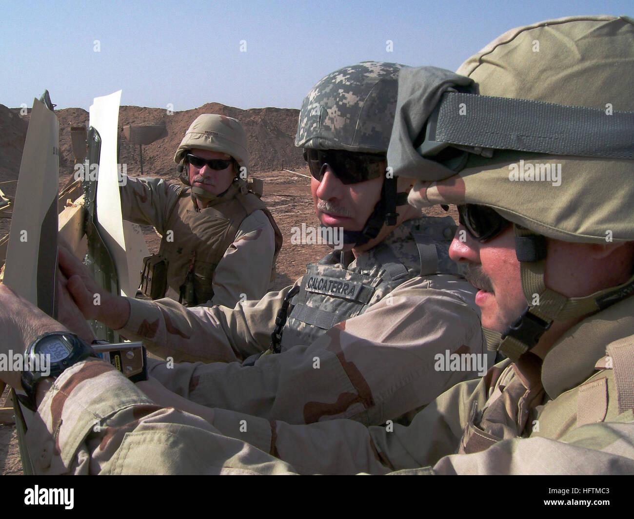 070419-N-8275M-009  CAMP FALLUJAH, Iraq (April 19, 2007) - Yeoman 1st Class Mark Calcaterra helps Lt. Peter Simmons Stock Photo
