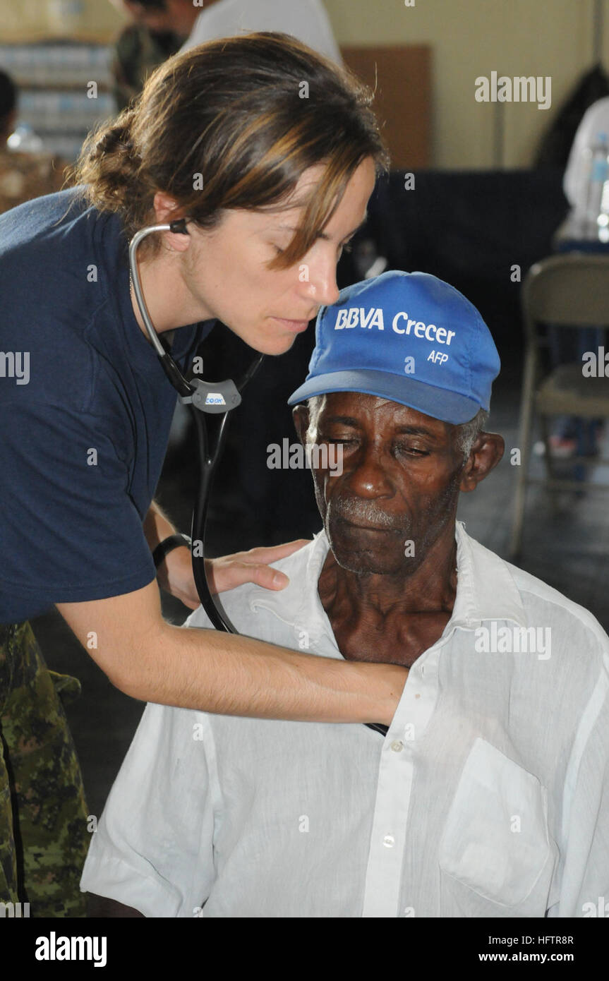 081005-N-5642P-102 BAYAGUANA, Dominican Republic (Oct. 5, 2008) Canadian Air Force Capt. Jolene Cook, a medical - Stock Image