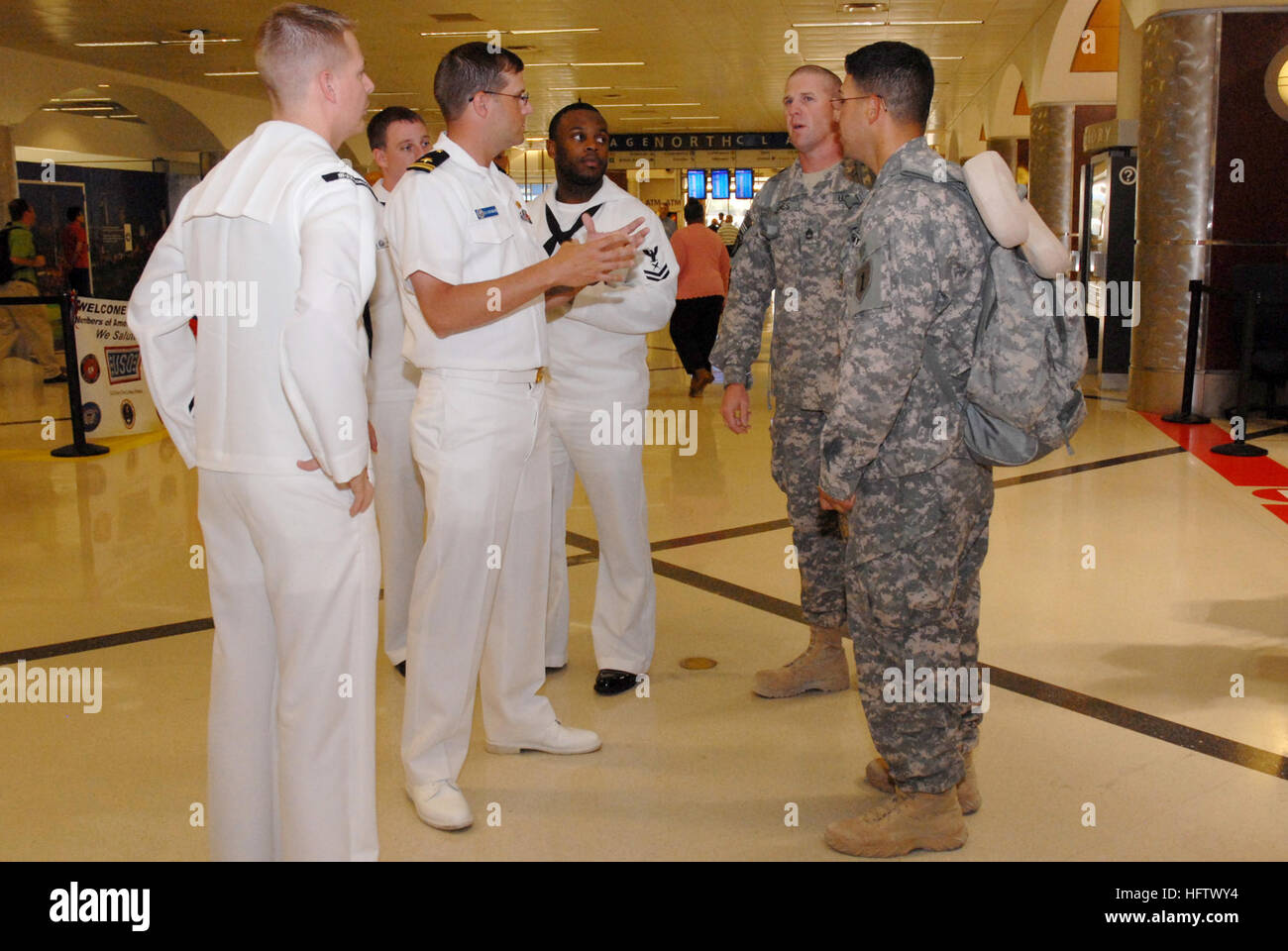 101012-N-6736S-007 ATLANTA (Oct. 12, 2010) Sailors from the guided-missile submarine USS Georgia (SSGN 729) greet - Stock Image