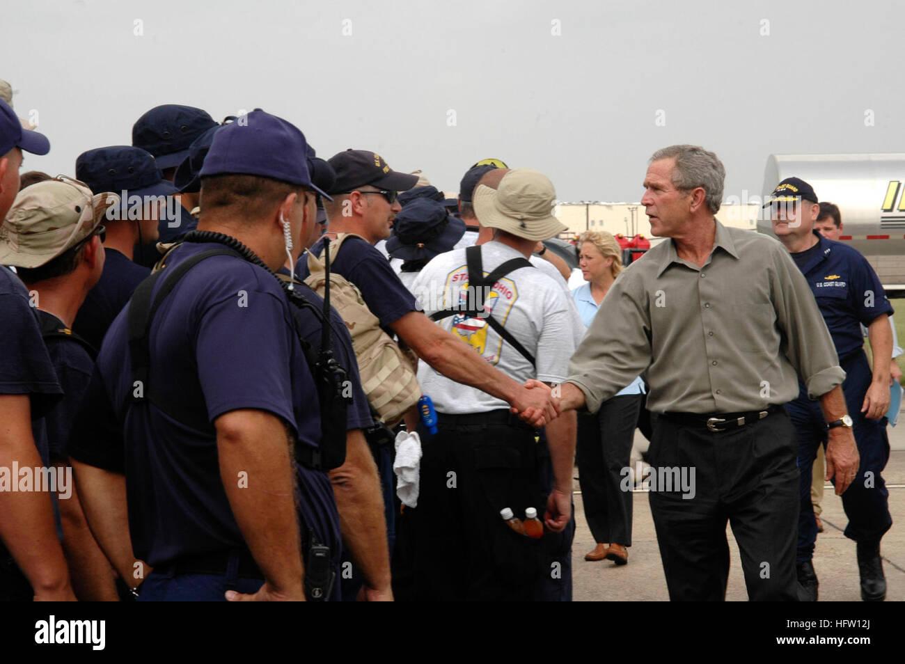 050927-G-0000O-001 Lake Charles, La. (Sept. 27, 2005) - President George W. Bush and U.S. Coast Guard Vice Adm. Stock Photo
