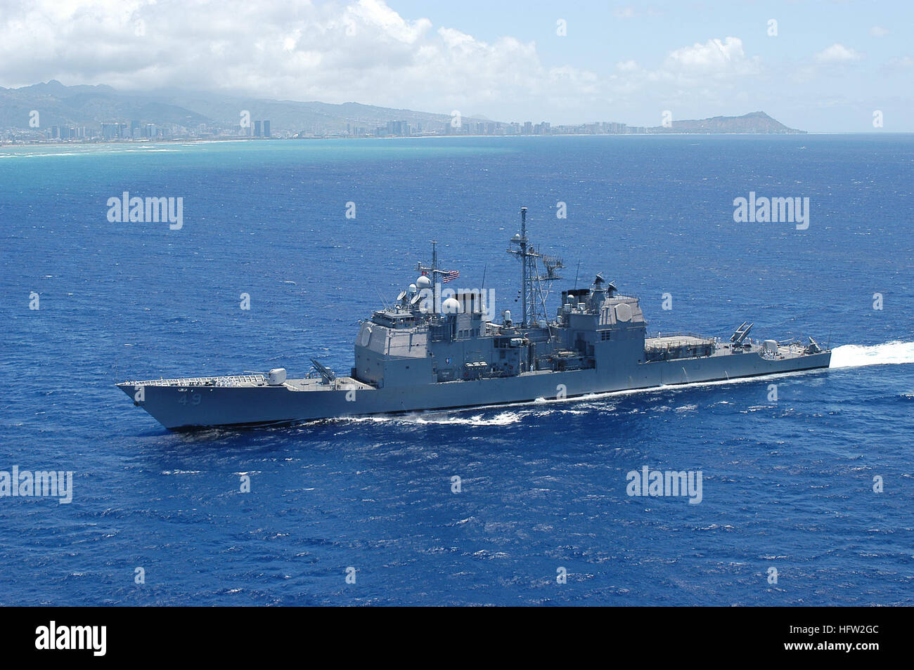 050415-N-8157F-047  Pearl Harbor, Hawaii (April 15, 2005)- The guided-missile cruiser USS Vincennes (CG 49) heads - Stock Image