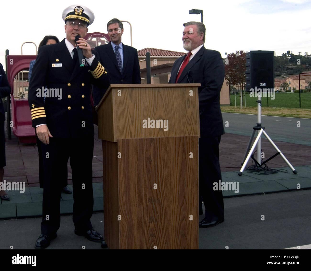 071129-N-8909B-016  SAN DIEGO (Nov. 29, 2007)  Capt. Mark D. Patton, commanding officer of Naval Submarine Base - Stock Image