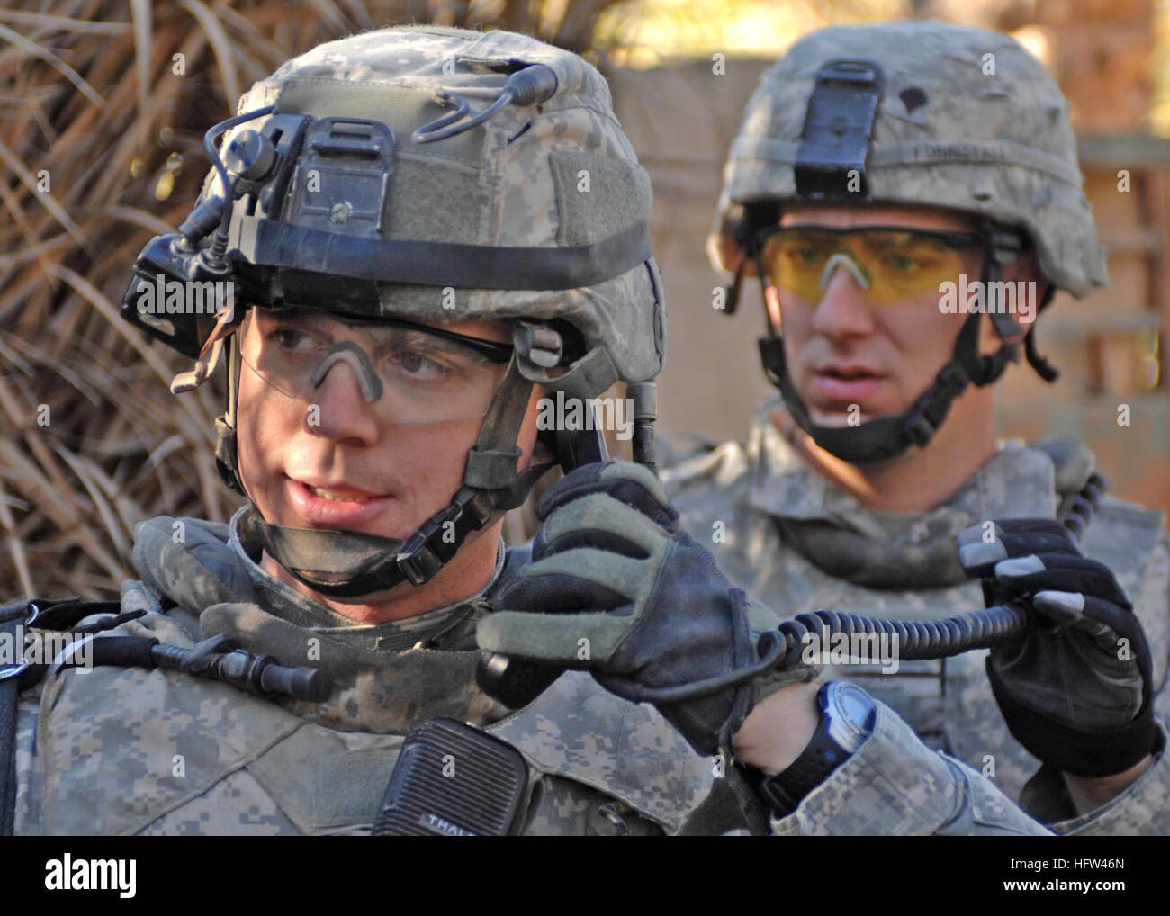 071209-N-1132M-029 BAQUBAH, Iraq (Dec. 9, 2007) U.S. Army Maj. Michael Williams, with 2nd Platoon, Able Company, - Stock Image