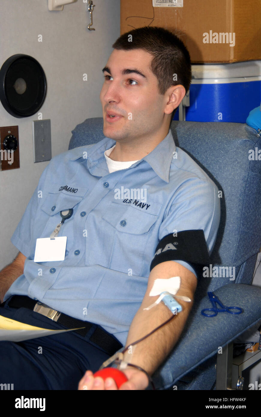 071219-N-1981M-069 NEWPORT NEWS, Va. (Dec. 19, 2007) Aviation Ordnanceman Airman Apprentice Chris J. Cusumano, of - Stock Image