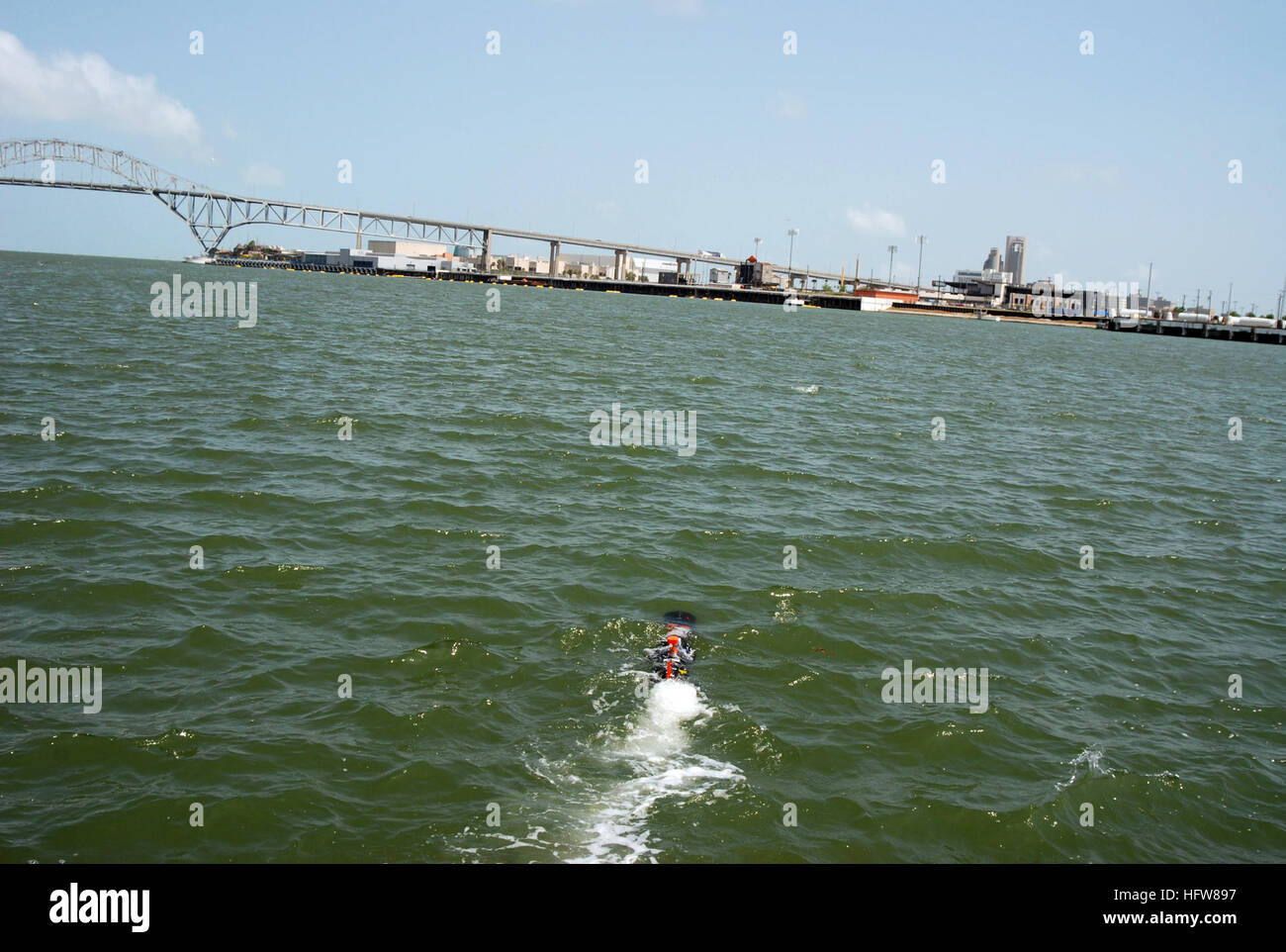 090512-N-1269-024  CORPUS CHRISTI, Texas (May 11, 2009) An Unmanned Underwater Vehicle is launched in the Corpus - Stock Image