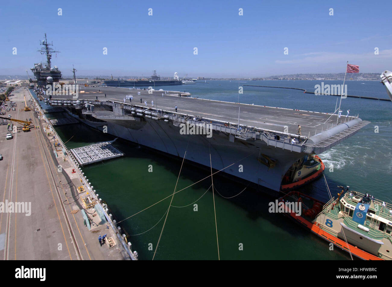 080807-N-6501M-001 SAN DIEGO (Aug. 7, 2008) The aircraft carrier USS Kitty Hawk (CV 63) arrives at Naval Air Station - Stock Image