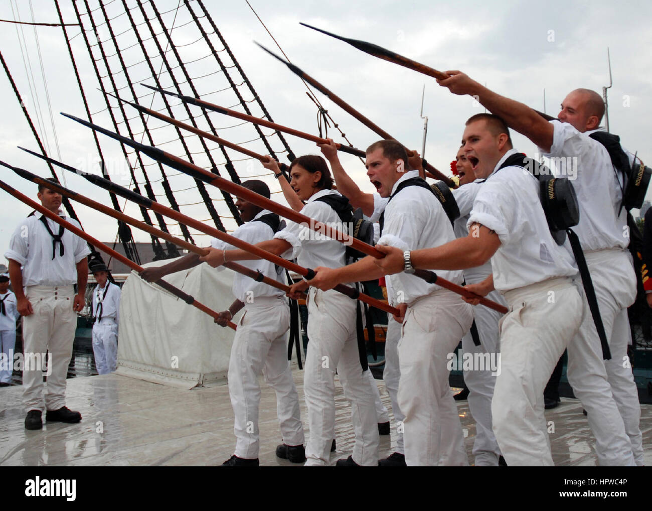 080815-N-9793B-001 CHARLESTOWN NAVY YARD, Mass. (Aug. 15, 2008) USS Constitution's boarding pike team demonstrates - Stock Image
