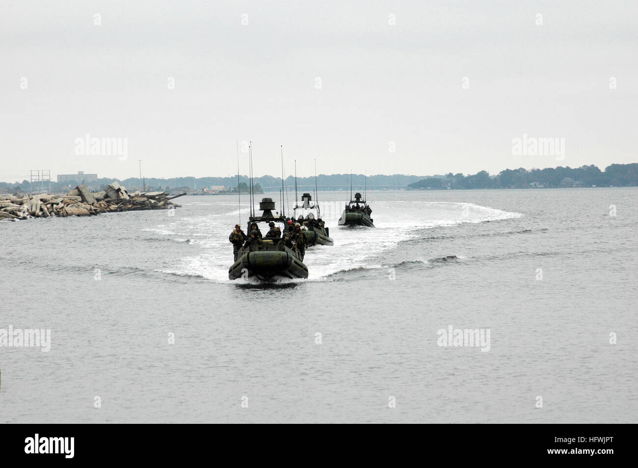 081217-N-3346C-129 NORFOLK, Va. (Dec. 17, 2008) Sailors assigned to Riverine Squadron (RIVRON) 2 conduct waterborne - Stock Image