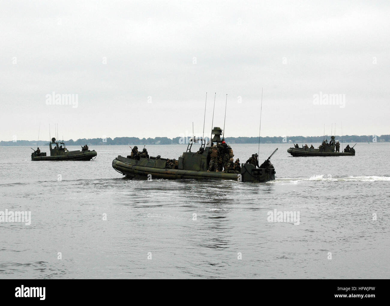 081217-N-3346C-142 NORFOLK, Va. (Dec. 17, 2008) Sailors assigned to Riverine Squadron (RIVRON) 2 conduct waterborne - Stock Image