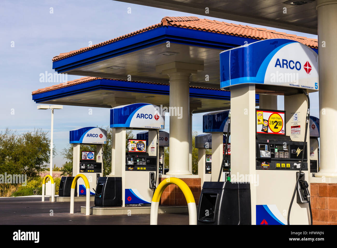 Las Vegas - Circa December 2016: ARCO Retail Gas Station. ARCO is part of the Tesoro Corporation I Stock Photo