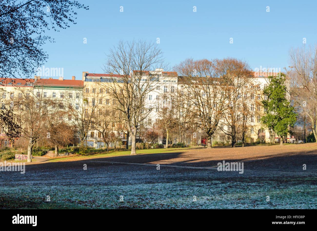 Volkspark am Weinbergsweg. Park and garden in the winter, Berlin, Germany - Stock Image