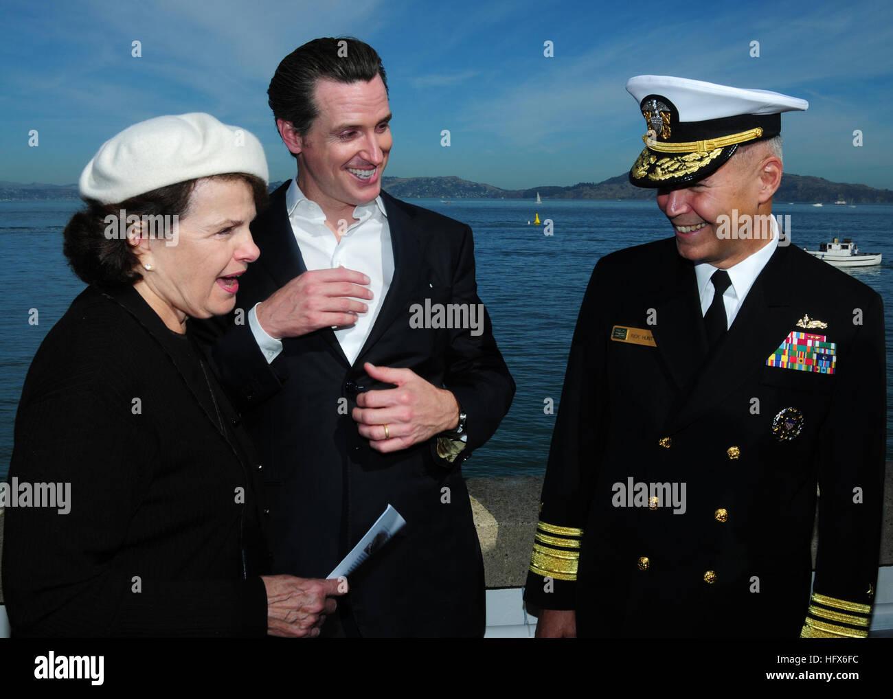 101009-N-3570S-299  SAN FRANCISCO (Oct. 9, 2010) Vice Adm. Richard W. Hunt, commander of U.S. 3rd Fleet speaks with - Stock Image