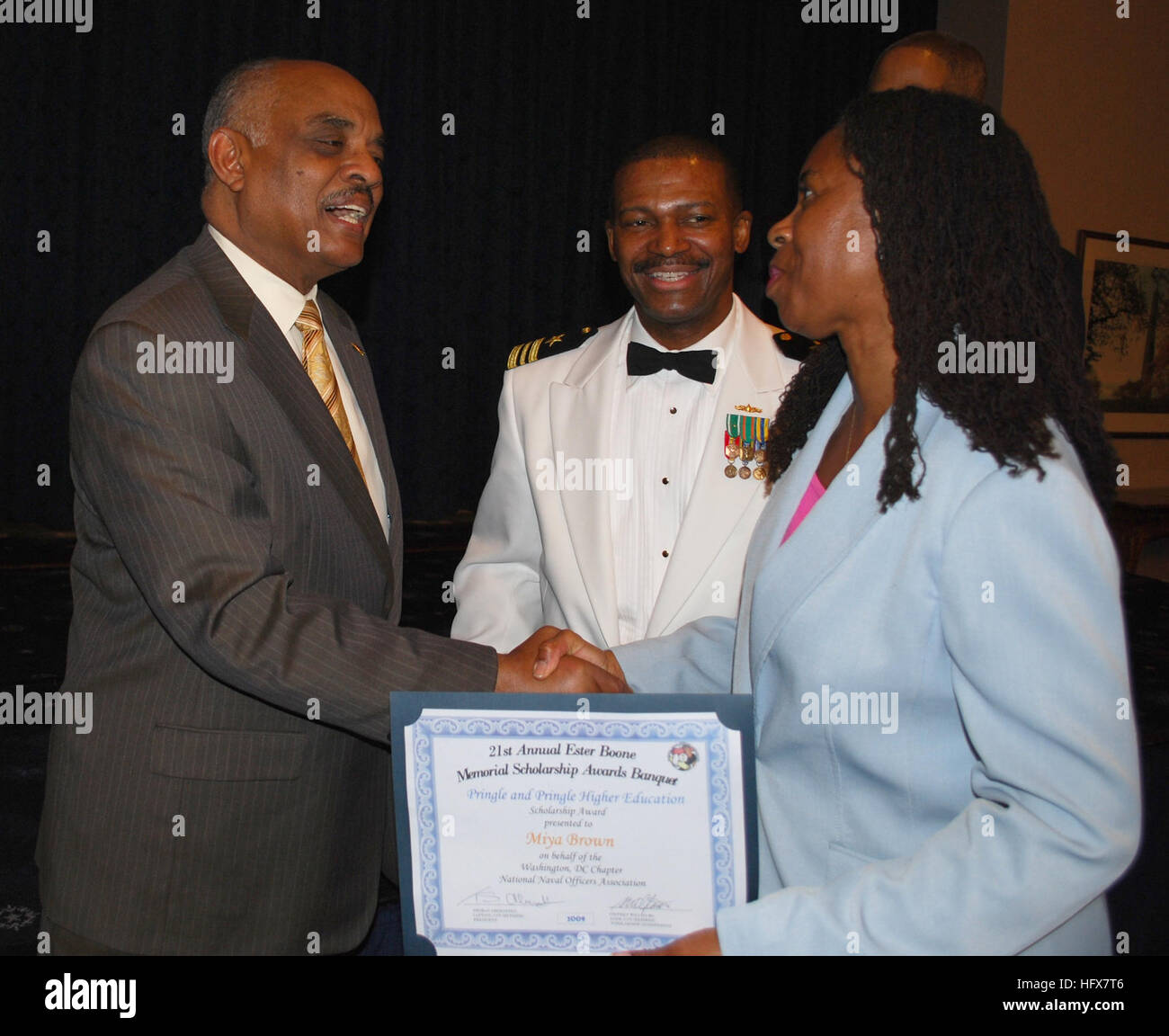 090417-N-9268E-095 WASHINGTON (April 17, 2009) Acting Secretary of the Navy B.J. Penn  congratulates a high school - Stock Image