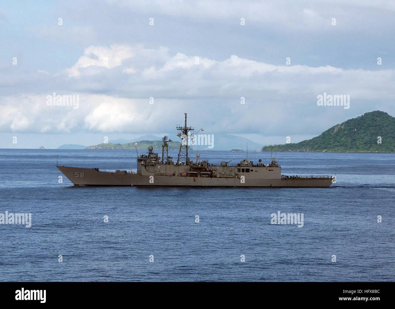 050716-N-4374S-001  Vasco Nunez de Balboa, Panama (July 16, 2005) - The guided missile frigate USS Samuel B. Roberts - Stock Image