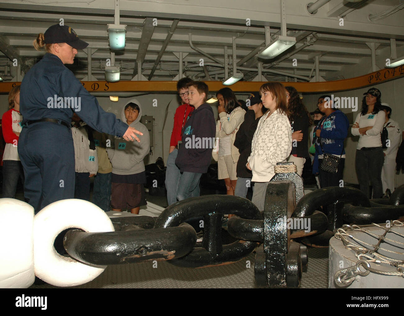 090515-N-7451A-001  SAN DIEGO (May 15, 2009) Boatswain Mate 2nd Class Ashley Bevan explains the anchor chain to Stock Photo