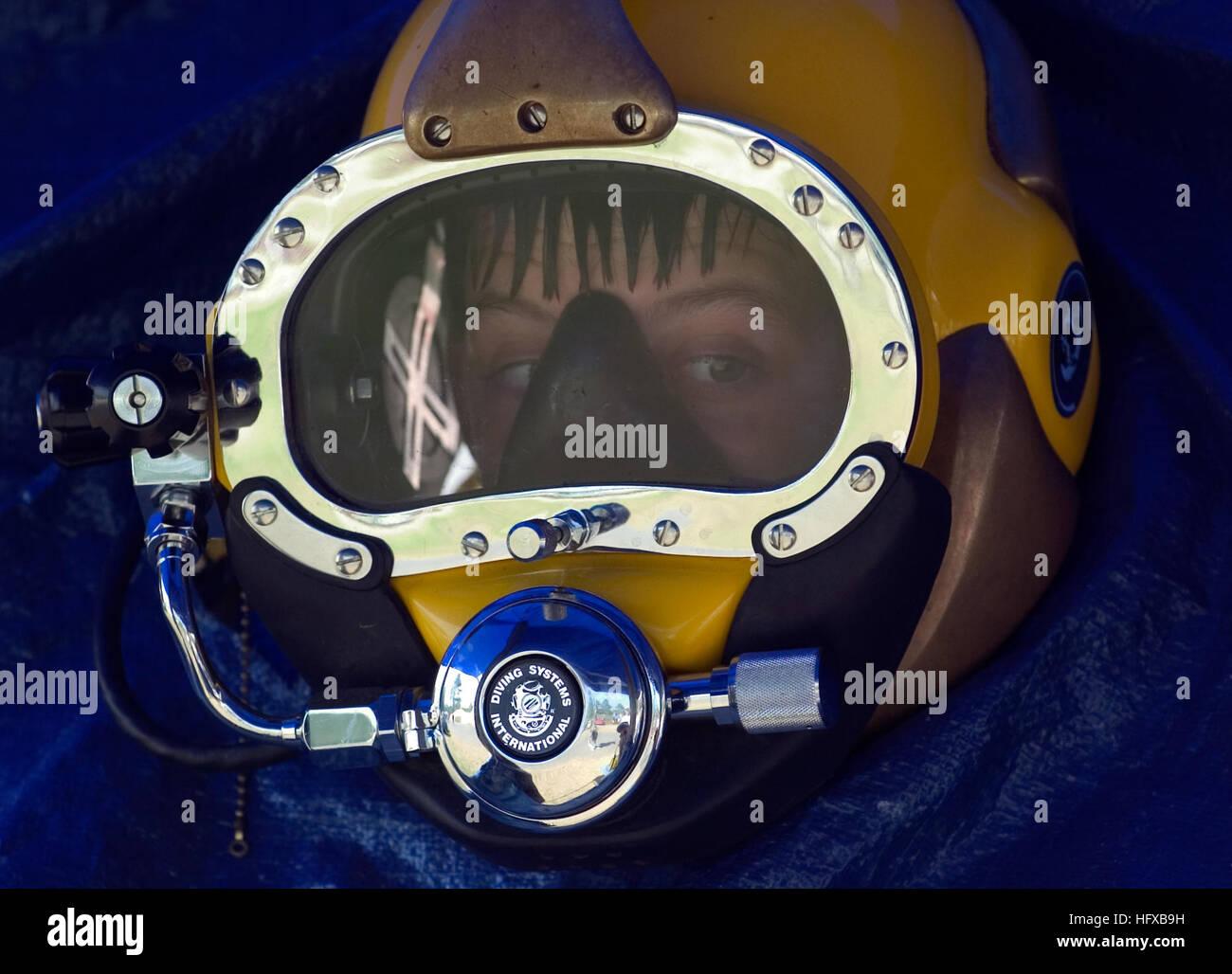 050727-N-0295M-008 Fort A.P. Hill, Va. (July 27, 2005) - A Boy Scout looks through a U.S. Navy MK-21 diving helmet - Stock Image