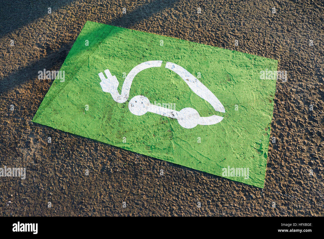 Electric car recharge symbol painted on the ground - Stock Image