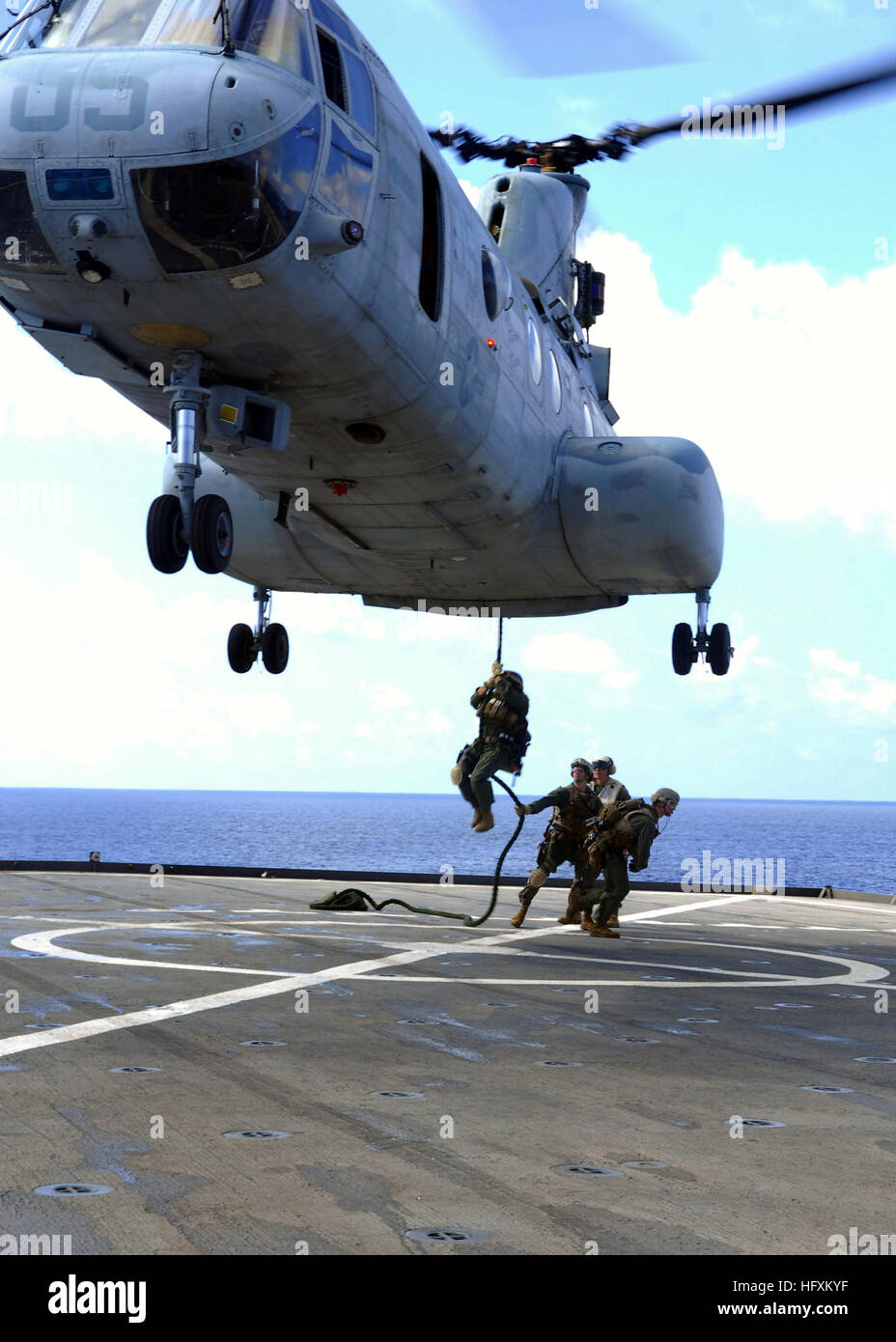 090627-N-6692A-057  PACIFIC OCEAN (June 27, 2009) Marines from the 31st Marine Expeditionary Unit (MEU) fast-rope - Stock Image