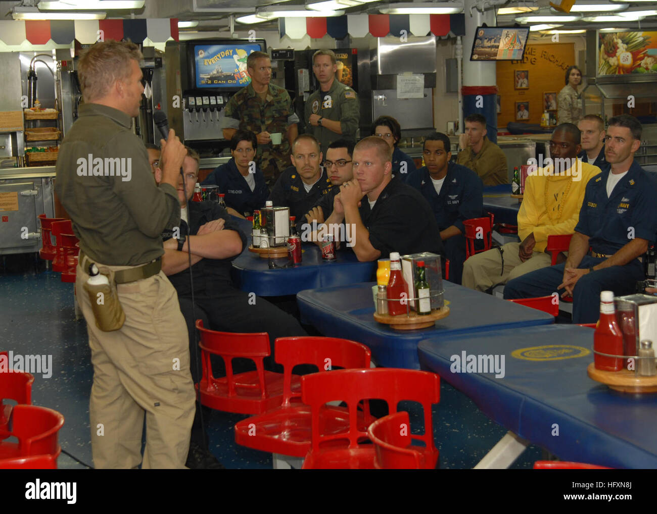 090720-N-0515W-012 PACIFIC OCEAN (July 20, 2009) Stuntman and motocross racer Mike ÒMouseÓ McCoy speaks - Stock Image