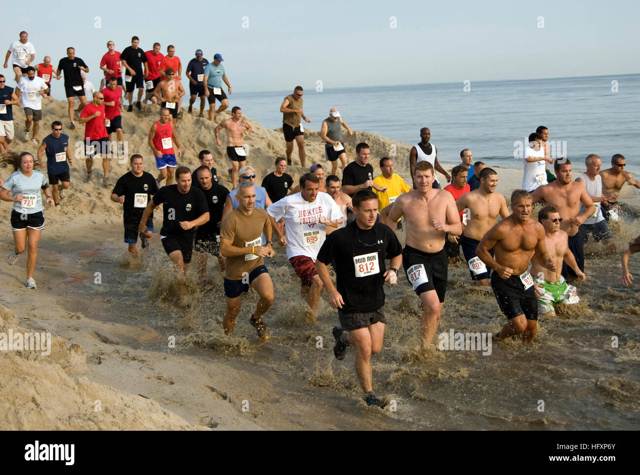 090808-N-7874H-082 NORFOLK, (Aug. 8, 2009) Runners slosh through the water pit during the Naval Amphibious Base - Stock Image
