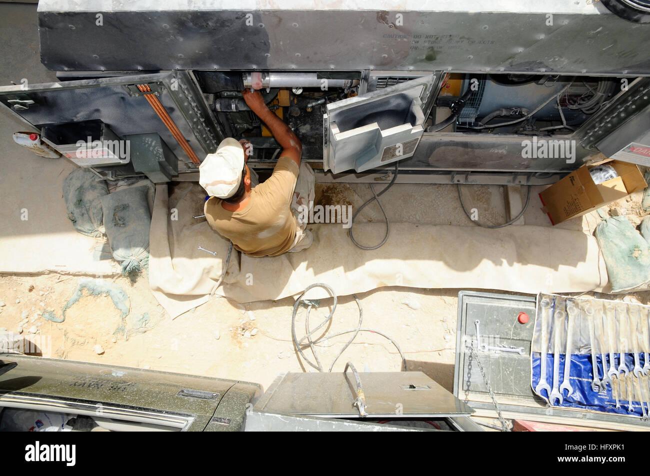 090819-N-9584H-020 KANDAHAR, Afghanistan (Aug. 19, 2009) Construction Mechanic 1st Class Gabriel Rivera, assigned - Stock Image