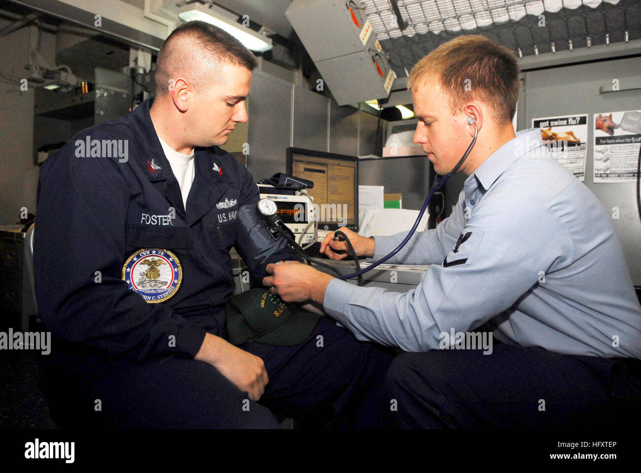 091002-N-0096C-018  BREMERTON, Wash. (Oct. 2, 2009) Hospital Corpsman 3rd Class Anthony Fadich, right, from Wenatachee,Stock Photo