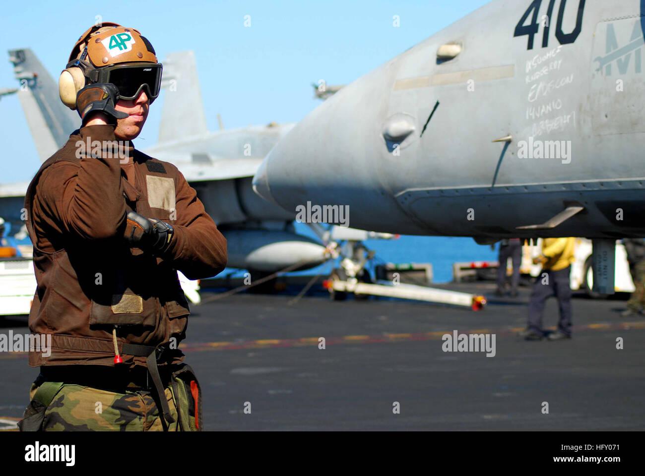 100116-N-3589B-116 NORTH ARABIAN SEA (Jan. 16, 2010) Aviation Boatswain's Mate (Equipment) Airman Brandon Young - Stock Image