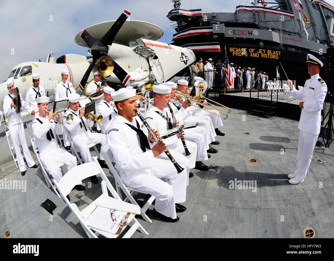 100603-N-8607R-014 SAN DIEGO (June 3, 2010) The U.S. Navy Region Southwest band performs at Operation Welcome Home - Stock Image