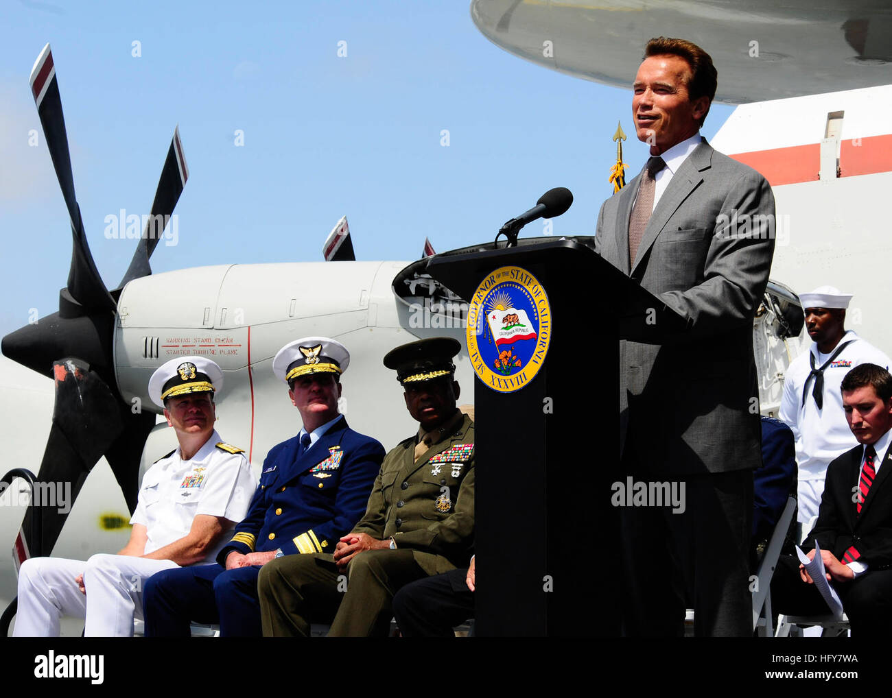 100603-N-8607R-069 SAN DIEGO (June 3, 2010) California Governor Arnold Schwarzenegger addresses veterans aboard - Stock Image