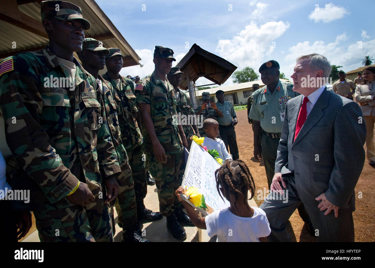 110531-N-UH963-107 MONROVIA, Liberia (May 31, 2011) Secretary of the Navy (SECNAV) the Honorable Ray Mabus meets - Stock Image