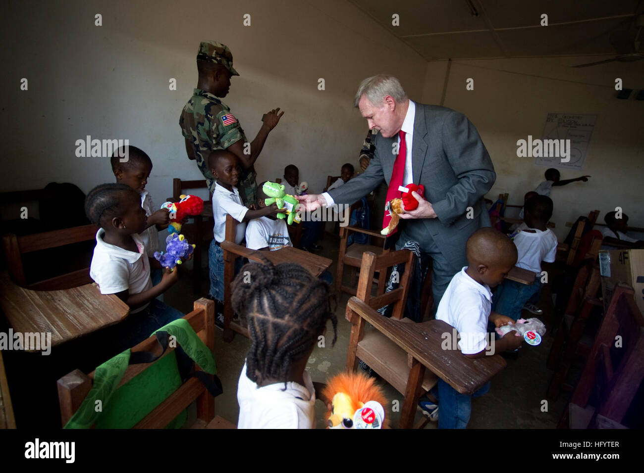 110531-N-UH963-138 MONROVIA, Liberia (May 31, 2011) Secretary of the Navy (SECNAV) the Honorable Ray Mabus delivers - Stock Image
