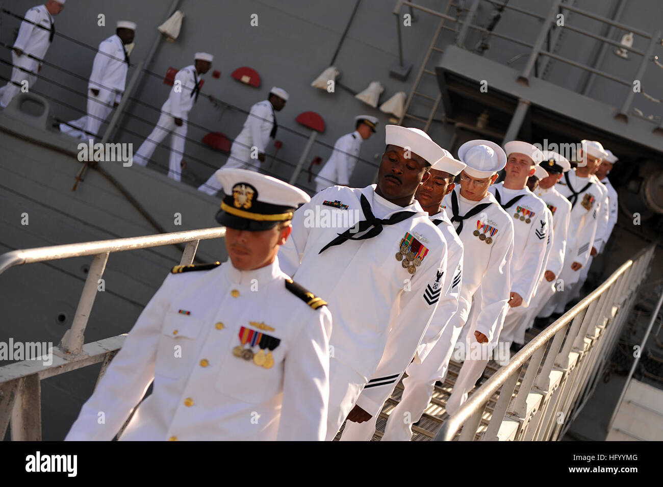 110729-N-YR391-012 MAYPORT, Fla. (July 29, 2011) Sailors assigned to the guided-missile frigate USS Doyle (FFG 39) - Stock Image