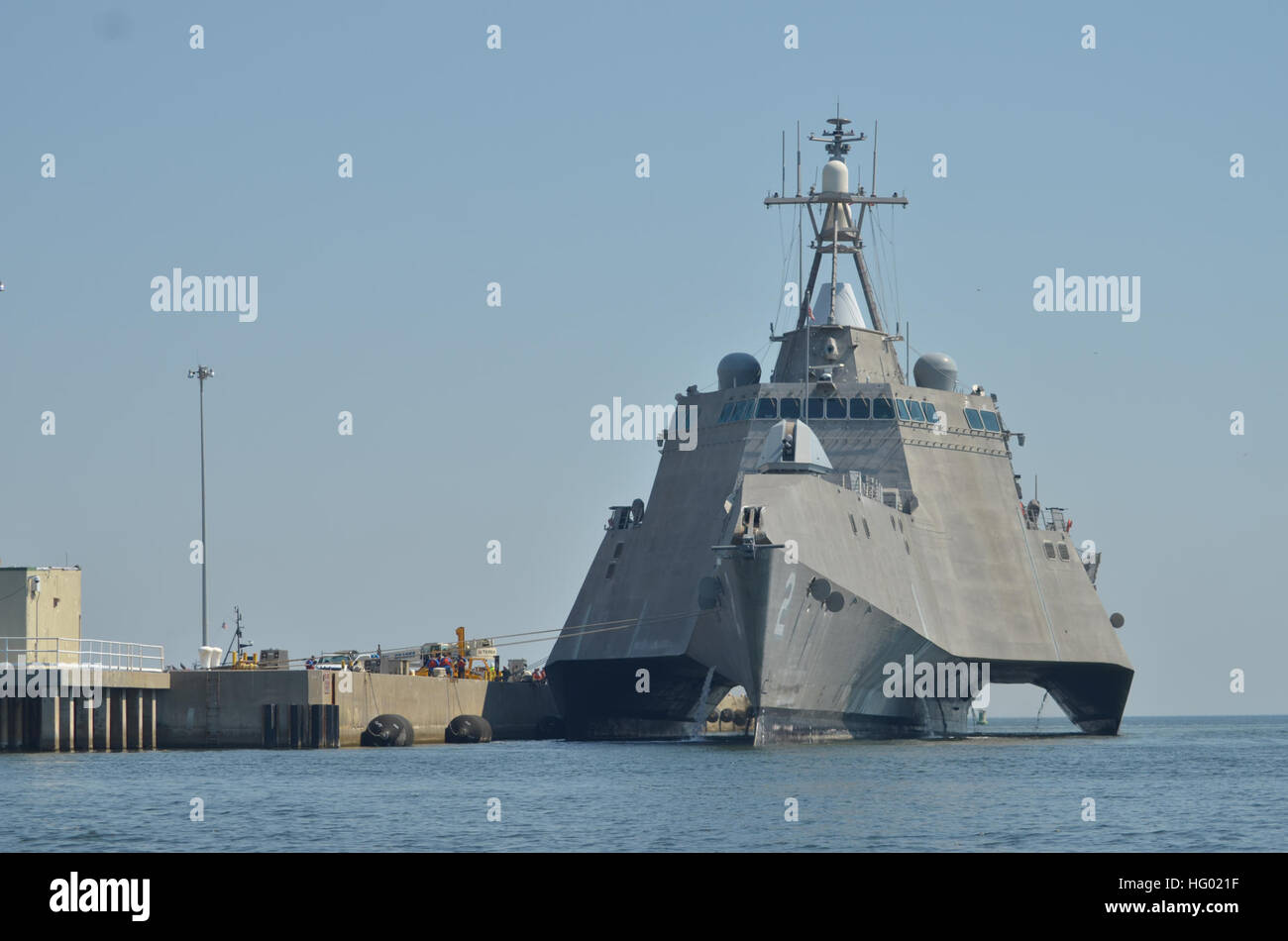 110912-N-AU606-002 PENSACOLA, Fla. (Sept. 12, 2011) The littoral combat ship USS Independence (LCS 2) makes preparations Stock Photo