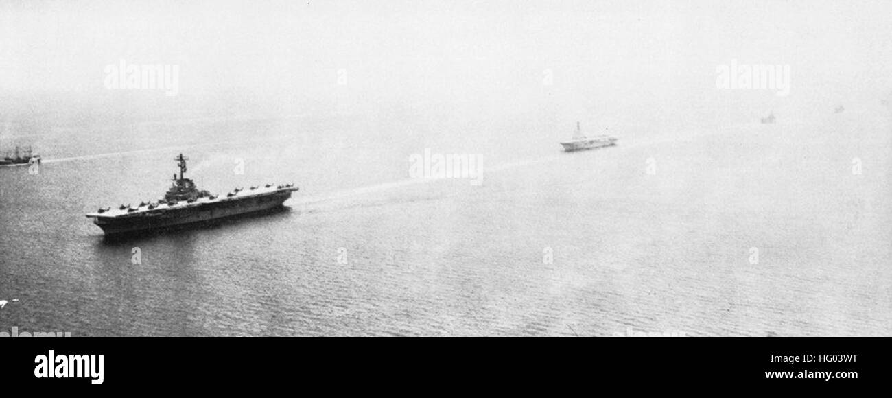 USS Valley Forge (LPH-8) and HMAS Sydney (R17) underway in May 1964 - Stock Image